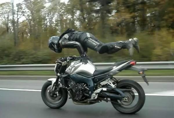קוקוריקו: סופרמן על אופנוע