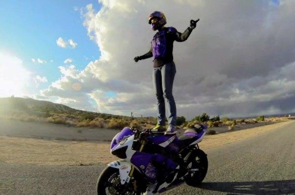 קוקוריקו: רוקדת עם אופנועים