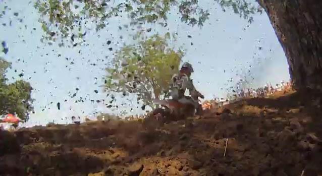 צילום HD מתוך קסדה במרוץ מוטוקרוס (וידאו)