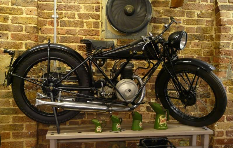 """דו""""גרי עולמי – ביקור במוזיאון האופנועים הבריטיים בלונדון"""
