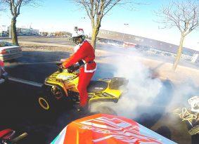 סנטה אמיתי! והוא רוכב על טרקטורון