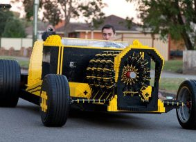 זה אמיתי? מכונית לגו בגודל מלא עם מנוע מלגו שעובד על אוויר