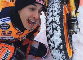מארק מארקז רוכב על ההונדה RCV – בשלג!