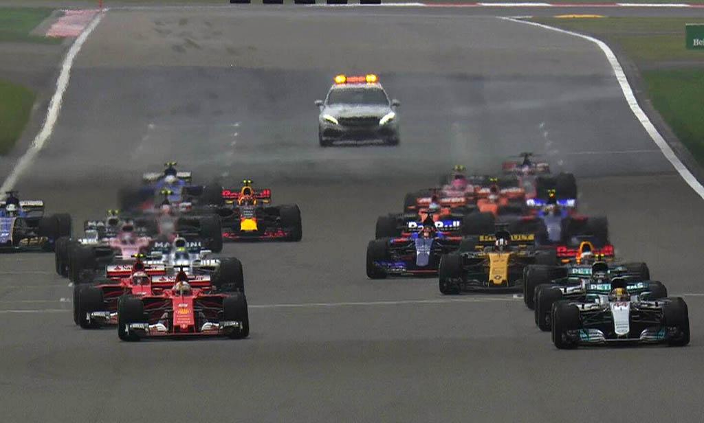 F1: המילטון משייט לניצחון בסין