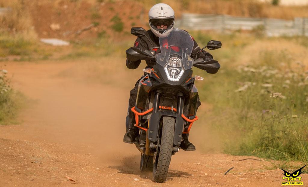 יותר אופנוע באותו כסף: ק.ט.מ אדוונצ'ר 1090 במבחן דרכים