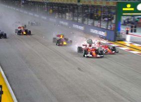 F1 סינגפור (מירוץ): המילטון מקבל מתנה מוטל