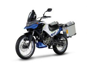 סאן יאנג חושפת אופנועים – אדוונצ'ר 200 ונייקד 300