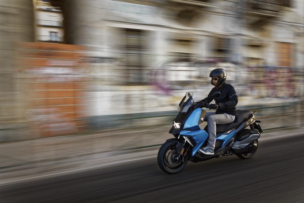 וידאו: ב.מ.וו. C400 X הקטנוע רב היכולות החדיש והתקשורתי