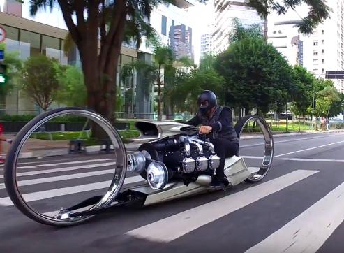 מחפשים תשומת לב בכביש? הנה אופנוע עבורכם