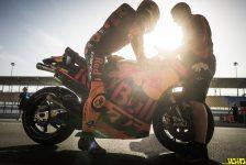 Pol Espargaro & Mechanic KTM RC16 Pit La