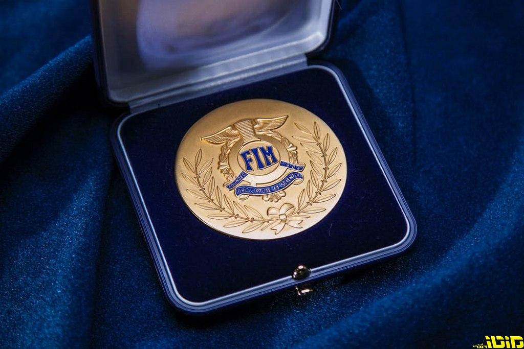 מדליית זהב יוקרתית לקסדות אראי