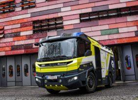 משאית כיבוי האש החשמלית הראשונה