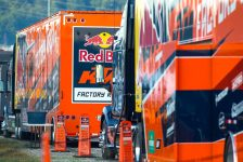 146847_Trucks-Red-Bull-KTM-Factory-Racing-High-Point-2016