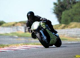 וידאו: האופנוע של אסטון מרטין על המסלול לייצור